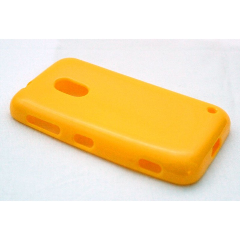 Lumia 620 keltainen silikoni suojakuori.