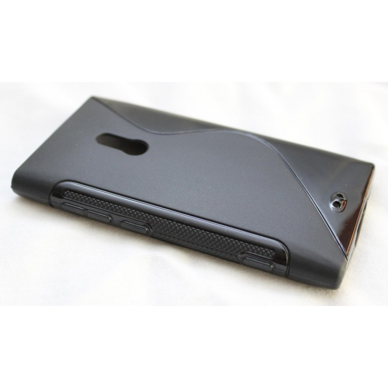 Lumia 800 musta silikoni suojakuori.