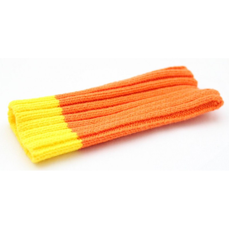 Oranssi kännykän suojapussukka.
